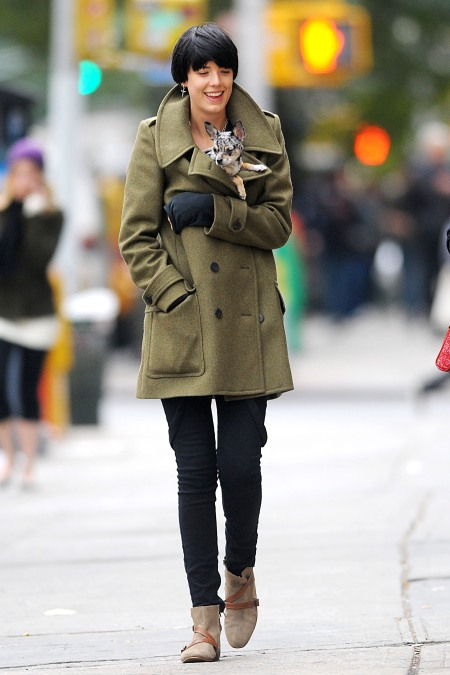 20003_Preppie_-_Agyness_Deyn_out_for_coffee_in_Manhattan_-_October_1_2009_950_122_476lo